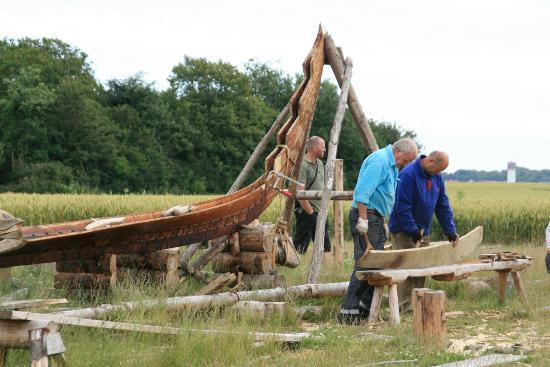 Ladbyskibet: Handmade copy of Ladby Vikingship