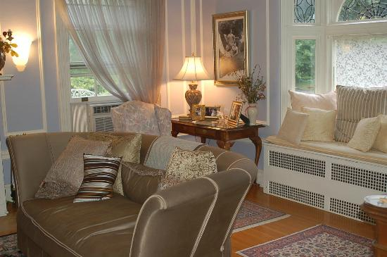 A B&B at The Edward Harris House Inn & Cottages: Common area...