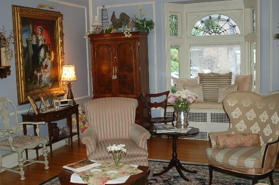 A B&B at The Edward Harris House Inn: Living room...