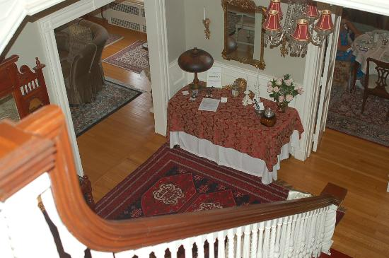 A B&B at The Edward Harris House Inn: View from the stairs