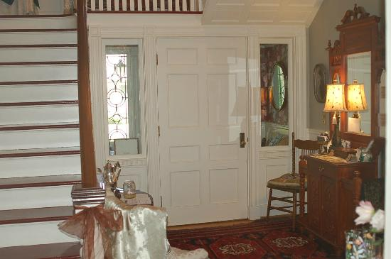 A B&B at The Edward Harris House Inn: Entrance...