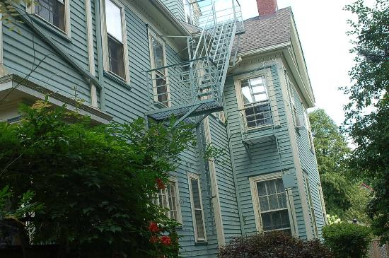 A B&B at The Edward Harris House Inn: Outside..