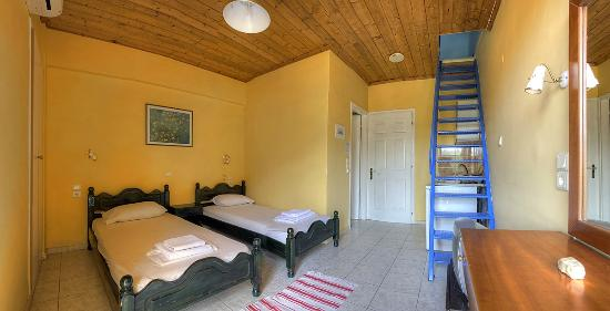 Antonio's Guest House: quadruple room
