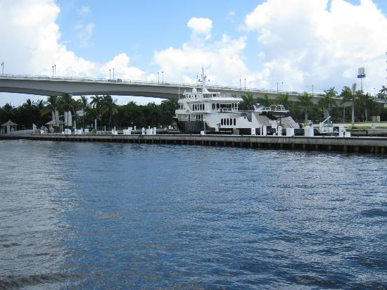 BEST WESTERN PLUS Oceanside Inn: water taxi