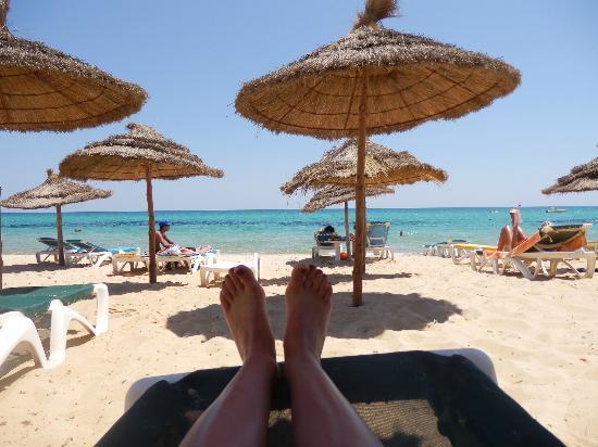 Hotel Dar El Olf: plage le matin