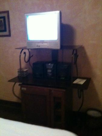 Cardozo Hotel: out dated tv?