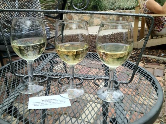 Flights Wine Cafe: white flight