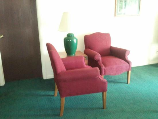 Gull Lake View Golf Club: old out dated furniture
