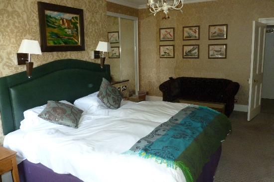 The Charlecote Pheasant Hotel: Bedroom lovely.