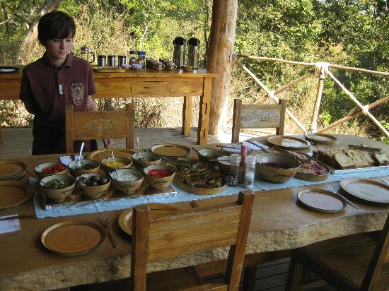 Tongole Wilderness Lodge : Lunch, Tongole style....