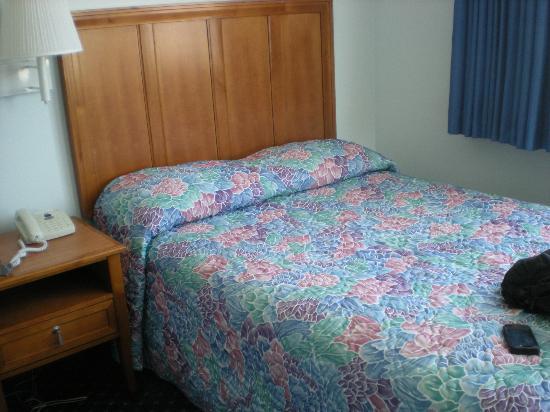 Sea Crest Motor Inn: Bedroom