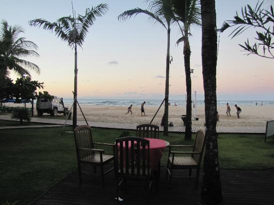 Villa das Pedras Pousada: Deck del frente, vista a la playa