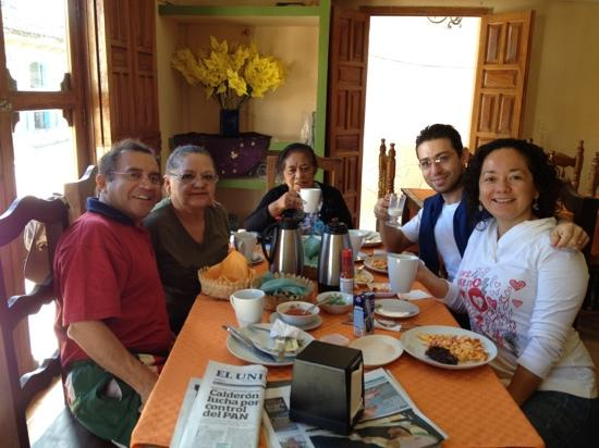 Hotel Posada Las Casas: Having breakfast