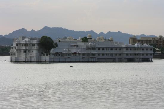 Taj Lake Palace Udaipur: ORIGINAL Y ACOGEDOR