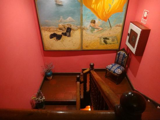 Hotel Ibaiondo: Staircase and decor