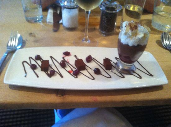 The Crown Hotel Restaurant: Chocolate brownie pudding