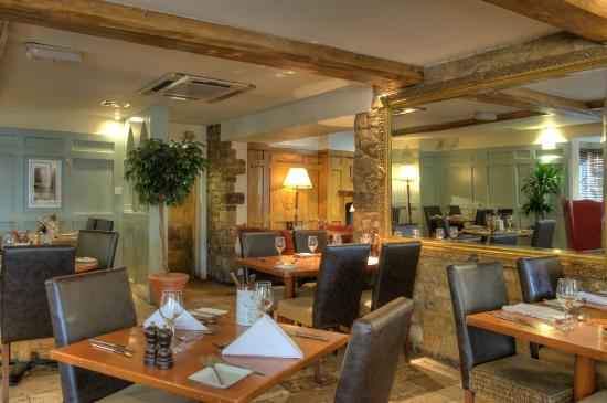 Deddington Arms Hotel: Restaurant