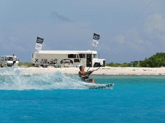 Kiteboarding Bonaire: The kiteschool
