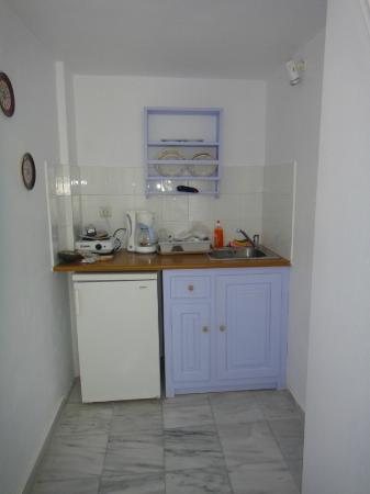 Pelagos Hotel-Oia: Room 10 - Kitchen facilities