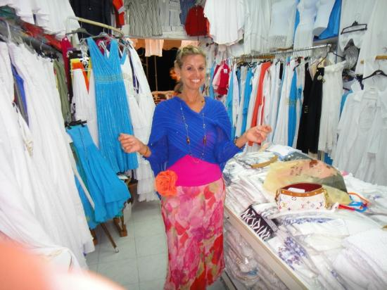 Pelagos Hotel-Oia: Jules on a shopping trip - fab wrap
