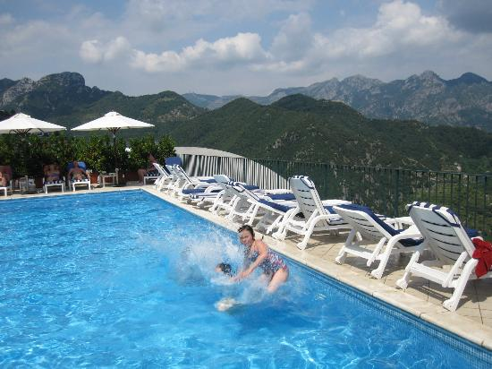 Graal Hotel Ravello: Thank you Hotel Graal for letting us use your pool when our hotel's pool was kaput!