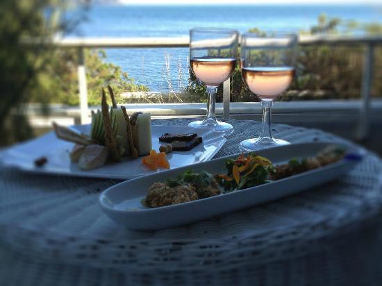 Sooke Harbour House: Dinner on the room patio
