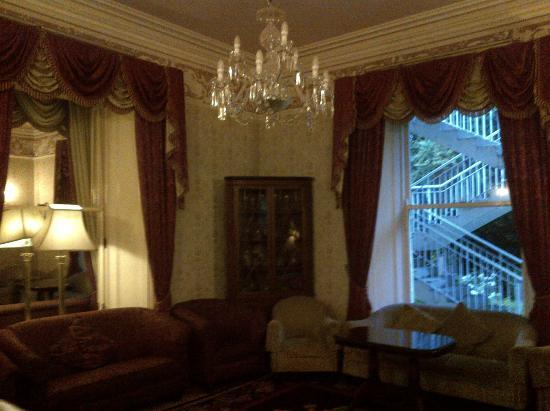 The Ardilaun Hotel: Angolo di una sala da te