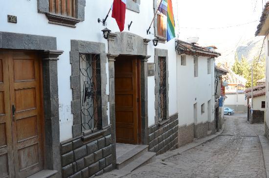 Koyllur Inn : Front entrance