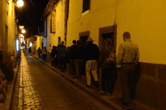 Koyllur Inn : Crazy-narrow street to the hotel!