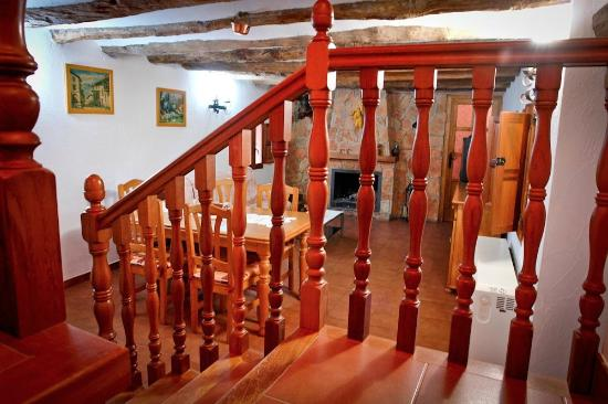 Casa Rural Isidro Barba: Salón con chimenea