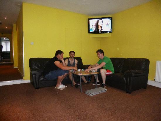 Newquay Reef Surf Lodge : Tv room