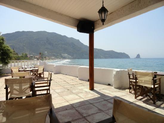 Black Rocks Seaside Restaurant Bar: Stunning views