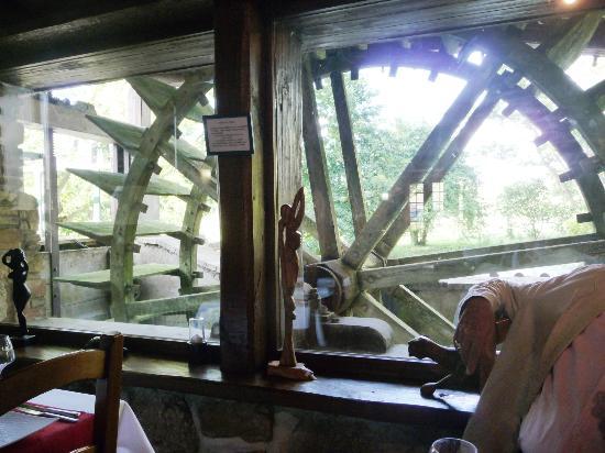 Le Moulin des Forges : décor original au resto