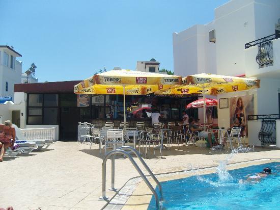 Arya Aparthotel: pool bar ARYA