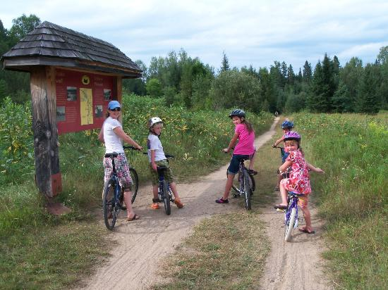 Dwight Village Motel: explore the old rail line by bike in Algonquin Park