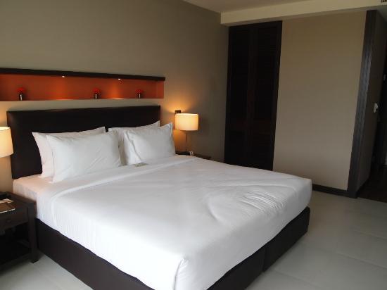 The Serenity Hua Hin: king size bed