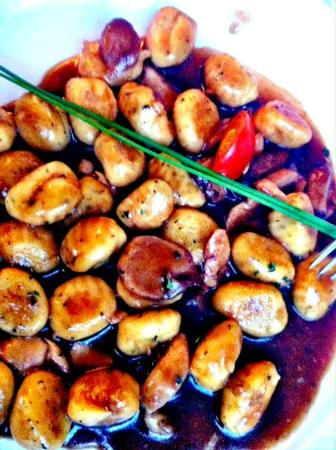 Antica Osteria del Porto: gnocchi al sugo di brasato e porcini