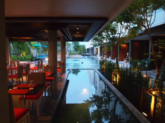The Serenity Hua Hin: dining area facing the pool