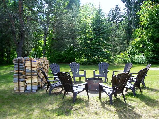 Dwight Village Motel: bonfire area with wood provided