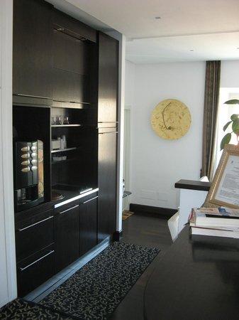 B&B Relais La Maison : coffe machine in lobby