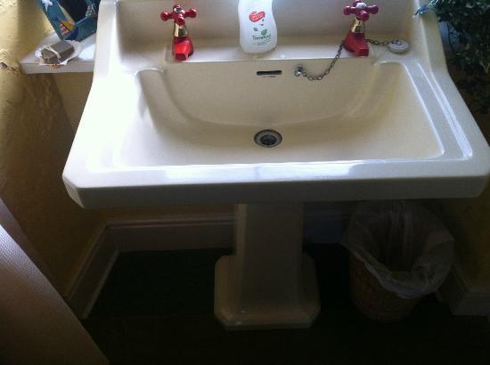 Ingledene: Sink with funky red taps.