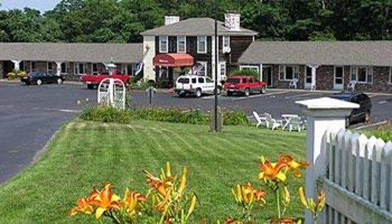 Olde Tavern Motel & Inn: front