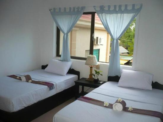 Angkor Dream Villa: Twin bed guest room