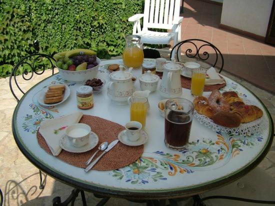 Bed and Breakfast Scoprisicilia: Zona colazione estate