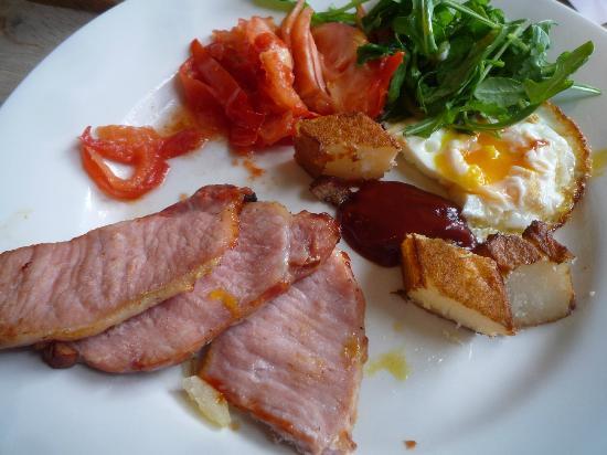 Harts Boatyard : Tiny crisp egg, a cut massive chip and gammon