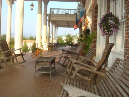 The Mimslyn Inn: Mimslyn Inn Front Porch
