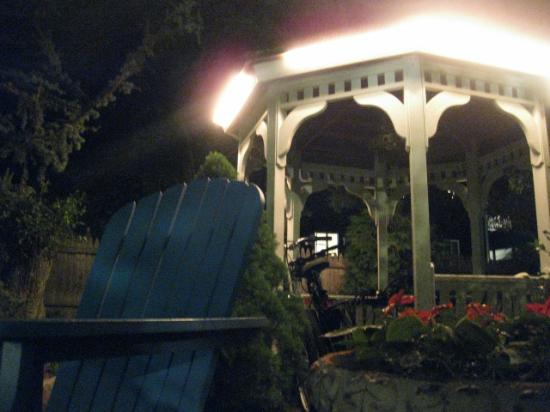 Secret Garden Inn: Gazebo