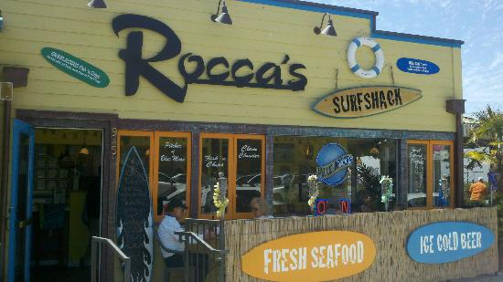 Rocca's Surf Shack: Cute, clean and inviting, small groups can sit outside!