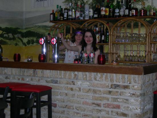 "Hotel ""Oude Abdij"": 2 new barmaids"