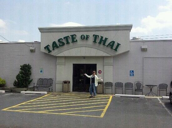 Taste of Thai: Outside